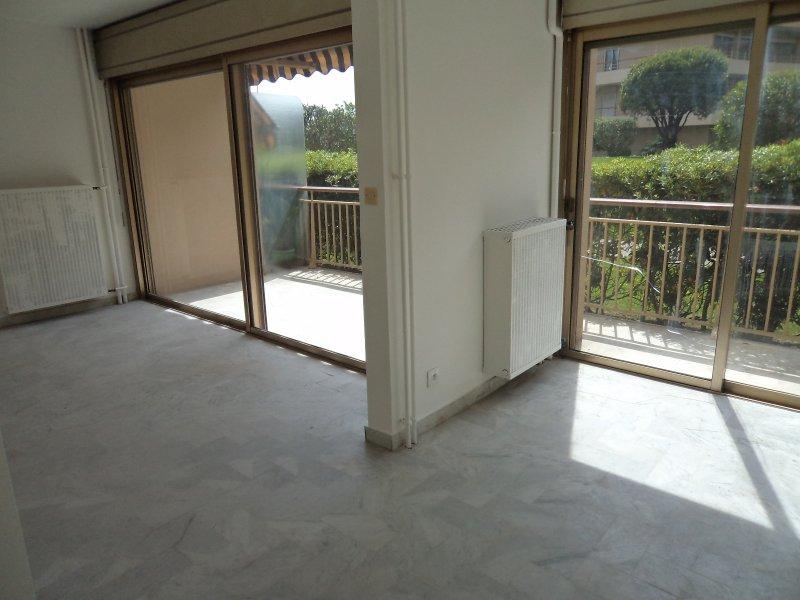 Location appartement 1 pieces de 28 m2 06150 cannes la bocca 4461 studio la licorne cannes - Cabinet bourgeois cannes ...