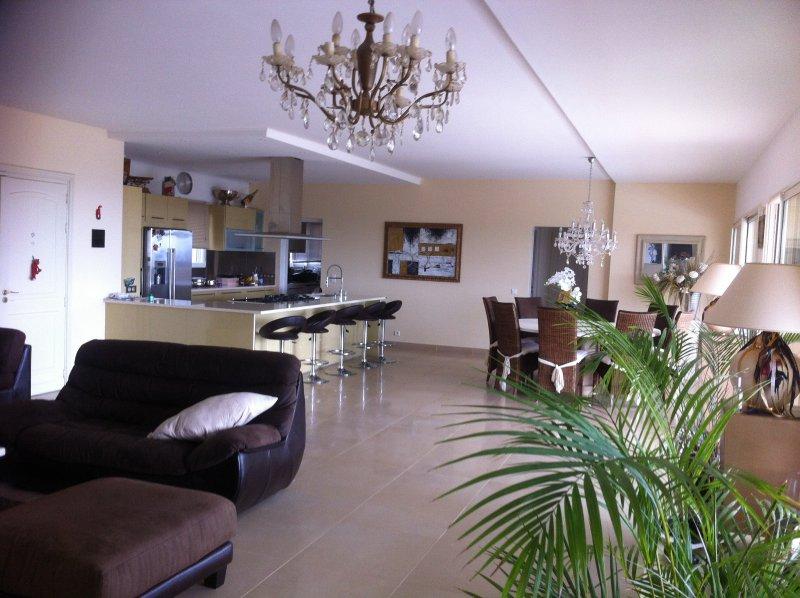 Vente villa 5 pieces de 200 m2 06220 vallauris 2667 villa de 200 m2 hauteurs de cannes vue - Cabinet bourgeois cannes ...